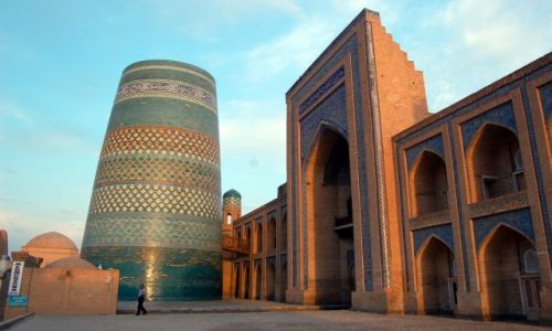 Zdjecie UZBEKISTAN / Uzbekistan / Chiwa / Niedokończone dzieło w Chiwie