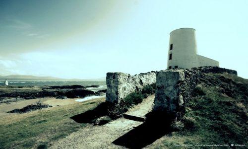 Zdjęcie WALIA / Anglesey / Wyspa Llandwyn Inys / Dalekie swiatla
