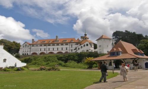 Zdjecie WALIA / Tenby. / Wyspa Caldey. / Caldey Island - klasztor i opactwo.