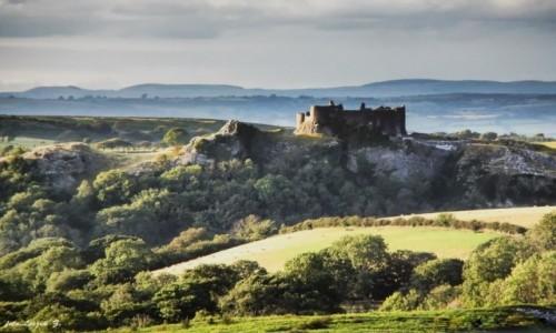 Zdjecie WALIA / Walia /  Parku Narodowego Brecon Beacons / Walia - Zamek Carreg Cennen.  (Carmarthenshire).