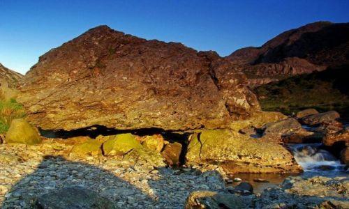 Zdjecie WALIA / Snowdonia National Park / Pass of Lanberis  droga A4086 / gorskie strumienie sa podstepne