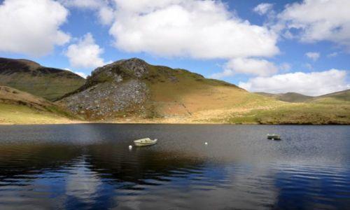 Zdjecie WALIA / Polnocna Walia - Ssnowdonia / Najwyzsze gory Anglii i Walii / Jezioro w gorach