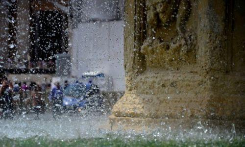 Zdjecie WATYKAN / Roma / piazza San Pietro / fontane...