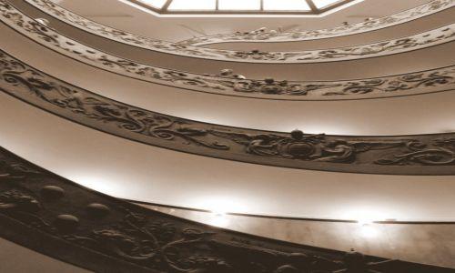 Zdjecie WATYKAN / - / Muzea Watykańskie / scala a chiocciola per l'uscita