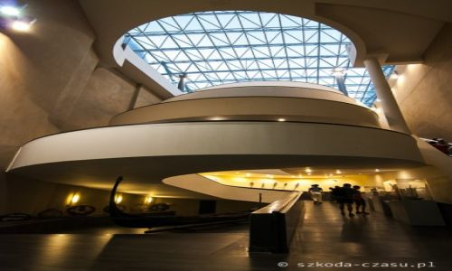 Zdjęcie WATYKAN / Watykan / Muzea Watykańskie / Muzea Watykańskie - schody