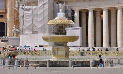 Zdjęcie WATYKAN / Lazio / Rzym / Watykan, fontanna