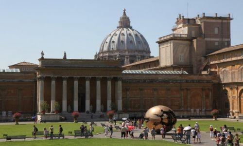 Zdjęcie WATYKAN / Bazylika św. Piotra / Muzea Watykanu / Dziedziniec Pinii