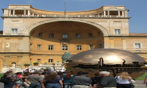 """Zdjęcie WATYKAN / - / Muzea Watykańskie, Cortile della Pigna / """"Kula w kuli"""" (brąz)"""