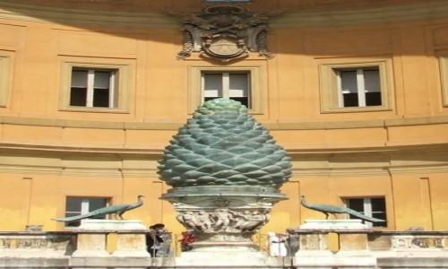 """Zdjęcie WATYKAN / - / Muzea Watykańskie, Cortile della Pigna / """"Szyszka pinii"""""""