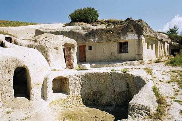 Zdjęcia: okolice Egeru, Domy w skale, WĘGRY