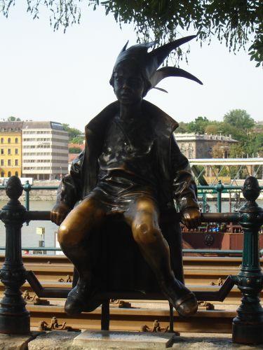 Zdj�cia: Budapeszt, Elfik odpoczywaj�cy nad Dunajem, W�GRY