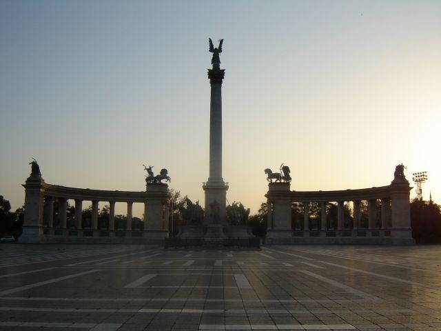 Zdjęcia: Budapeszt, Plac wolności- 5.00 rano, WĘGRY