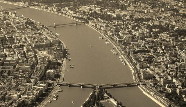 Zdjęcia: Budapeszt, Budapeszt, Budapeszt z okna samolotu, WĘGRY