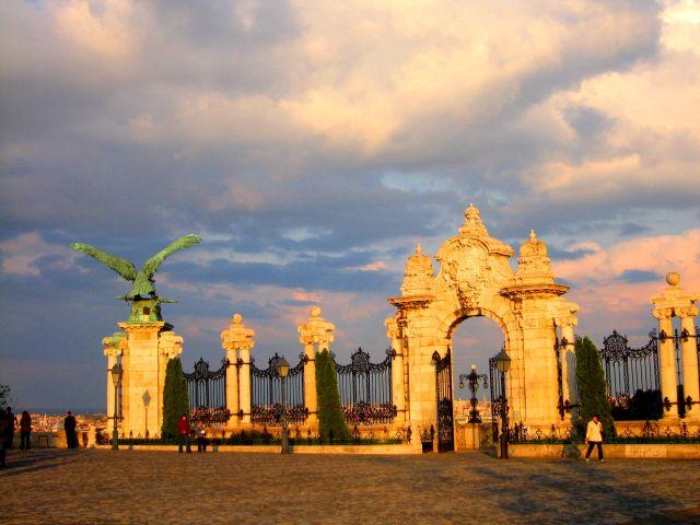 Zdjęcia: Budapeszt, Budapeszt , Królewskie wrota , WĘGRY
