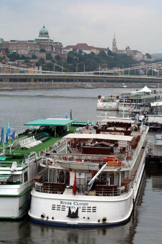 Zdjęcia: Budapeszt, Budapeszt, Barki na Dunaju, WĘGRY