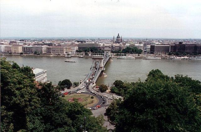 Zdjęcia: BUDAPESZT, Most Łańcuchowy z wzgórza zamkowego., WĘGRY