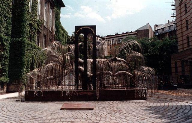 Zdjęcia: BUDAPESZT, Główna Synagoga - pomnik wierzba płacząca., WĘGRY