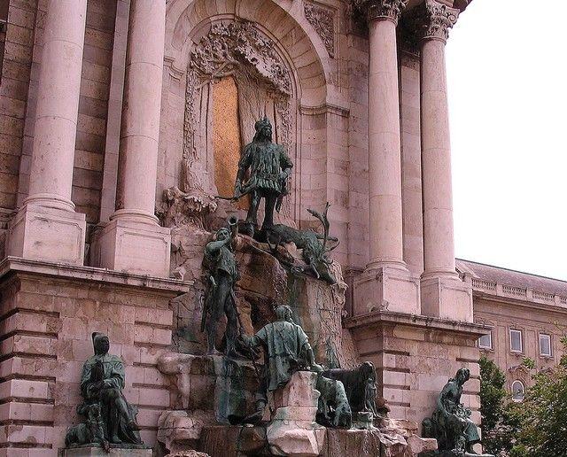 Zdjęcia: Budapeszt, pomniki Zamku Królewskiego, WĘGRY