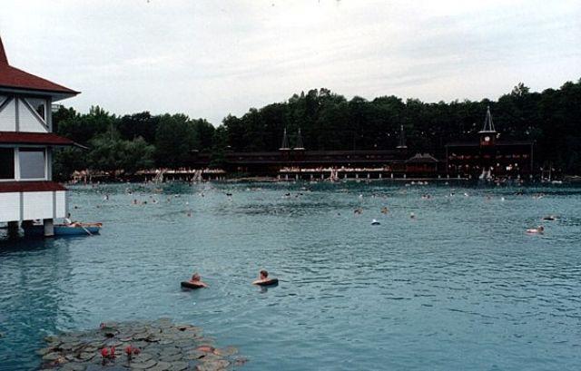 Zdjęcia: HEVIZ, II na świecie pod względem wielkości ciepłe jezioro, WĘGRY