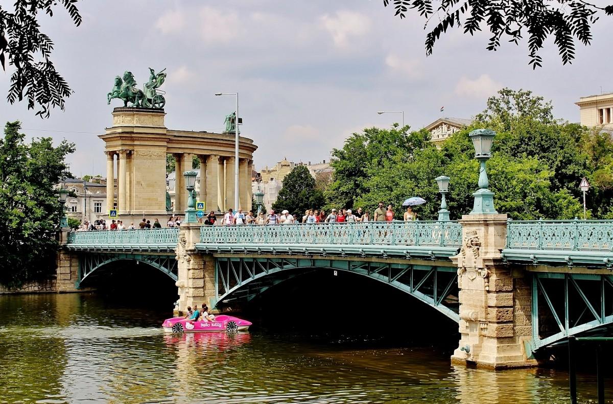 Zdjęcia: Budapeszt, komitat Budapeszt, Plac Bohaterów od strony promenady Kosa, WĘGRY
