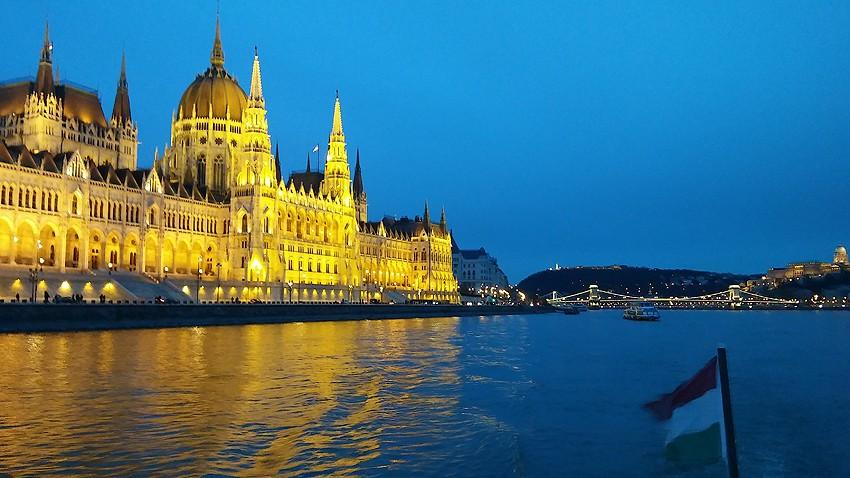 Zdjęcia: Budapeszt, Europa, Parlament z poziomu Dunaju, WĘGRY