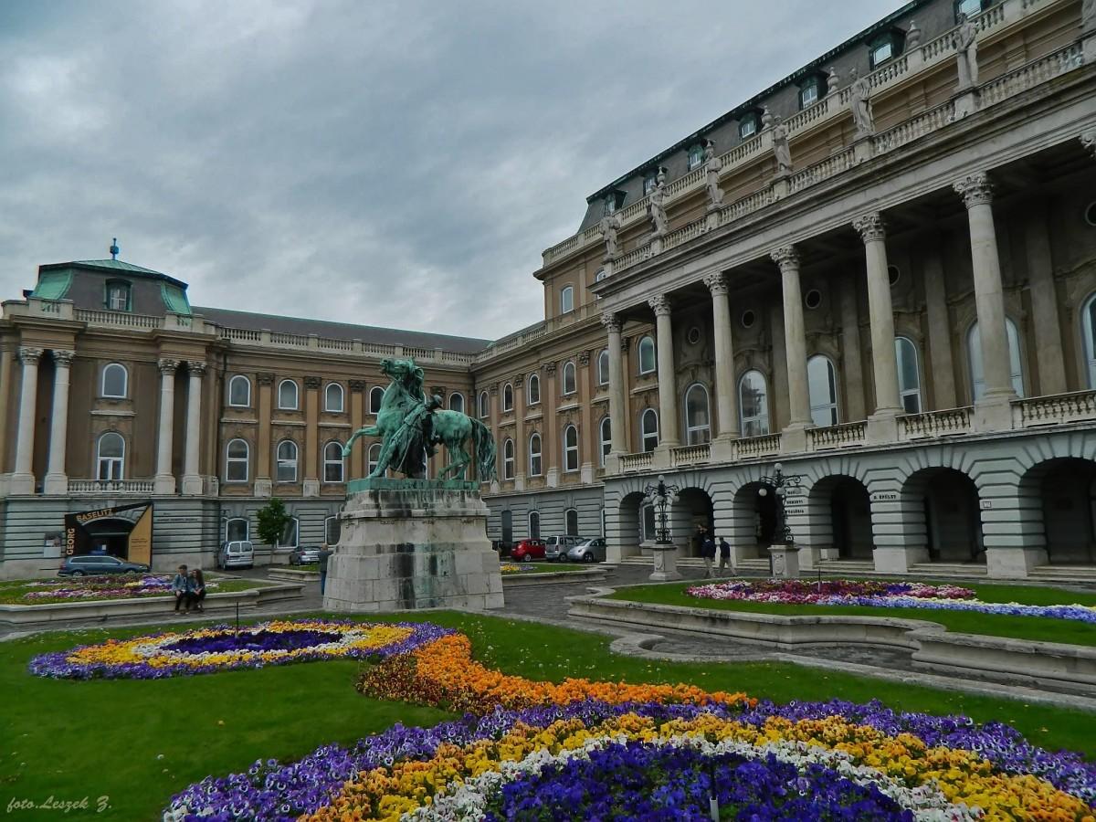 Zdjęcia: Zamek Królewski., Budapeszt., Budapeszt - Dziedziniec Zamku Królewskiego., WĘGRY