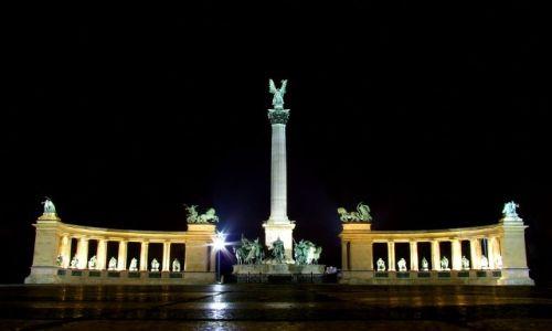 Zdjecie WĘGRY / - / Budapeszt / Kolumna z archaniołem Gabrielem na szczycie, Plac Bohaterów (Hősök tere)