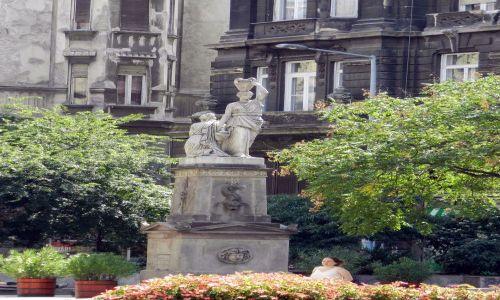 Zdjecie WĘGRY / Budapeszt / Przy jednej z głównych ulic  / Rzeźba