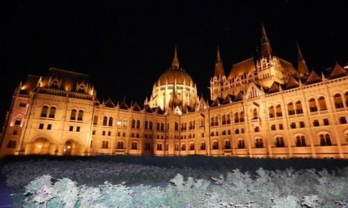 Zdjecie W�GRY / W�gry / Budapeszt / Wieczorem wszys