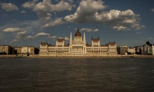 WĘGRY / Budapeszt / Budynek parlamentu w Budapeszcie / Országház