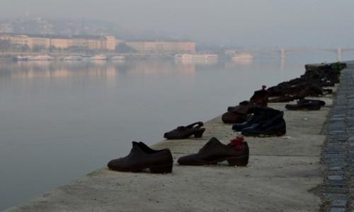 Zdjecie WĘGRY / Budapeszt / Dunaj / Buty na brzegu Dunaju