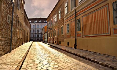Zdjecie WĘGRY / - / Budapeszt / Złota i cicha uliczka