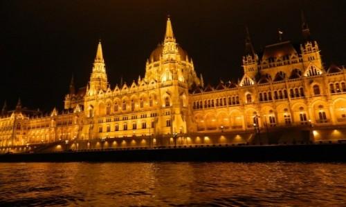 Zdjecie WĘGRY / Budapeszt. / Rejs po Dunaju. / Budapeszt - Parlament.