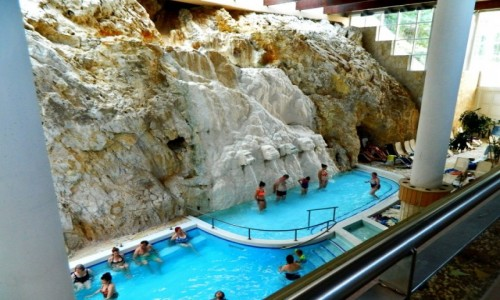 Zdjecie WĘGRY / Miszkolc. / Miszkolc Tapolca. / Miszkolc Tapolca - basen termalny w jaskini.