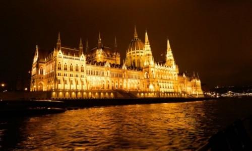 WĘGRY / Budapeszt. / Rejs po Dunaju. / Panorama Budapeszt - Parlament.