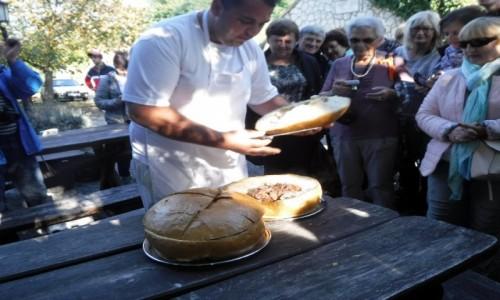 Zdjecie WĘGRY / Tokaj / Herceghut / Golonka w chlebie