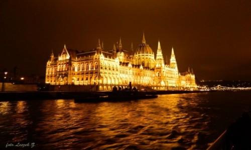 Zdjecie WĘGRY / Nocny Rejs po Dunaju. / Budapeszt. / Budapeszt - Parlament.