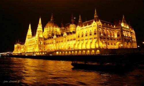 Zdjęcie WĘGRY / Budapeszt. / Rejs po Dunaju. / Budapeszt - Parlament nocą.
