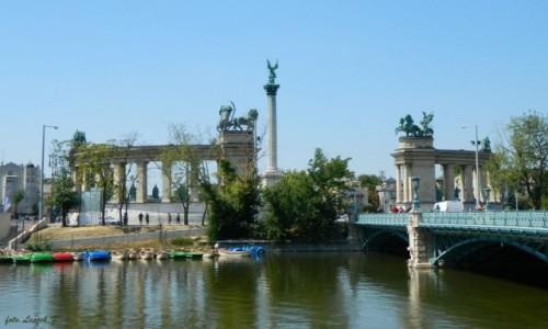 Zdjecie WĘGRY / Budapeszt. / Budapeszt - Plac Bohaterów.  / Budapeszt - Pomnik Milenijny z tyłu.