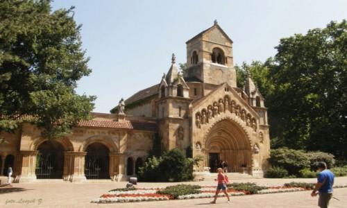 WĘGRY / Budapeszt. / Budapeszt. / Budapeszt - Kaplica na terenie Zamku Vajdahunyad.
