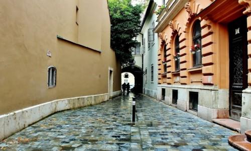 Zdjecie WĘGRY / komitat Budapeszt / Budapeszt / Uliczka w Budapeszcie