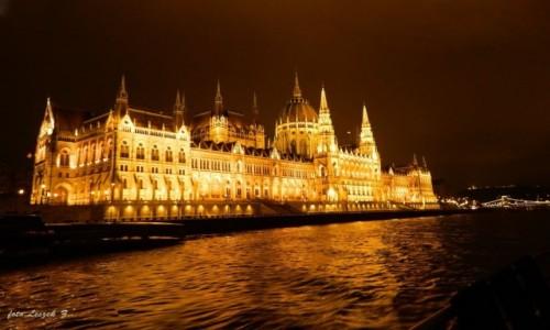 Zdjecie WĘGRY / Budapeszt. / Rejs po Dunaju. / Budapeszt - Parlament nocą.
