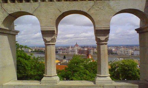 W�GRY / Budapeszt / Budapeszt / Parlament z Baszty Rybackiej