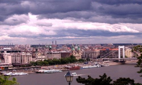 Zdjęcie WĘGRY / - / Budapeszt  / miasto po burzy...