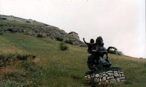 Zdjęcie WĘGRY / 14 km na północ od Tapolcy. / SUMEG / Podejście pod zamek