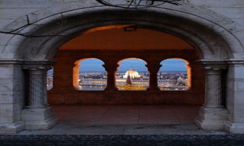 WĘGRY / - / Budapeszt / widok na parlament