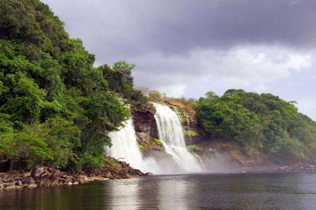 Zdj�cia: Wodospad  SALTO SAPO, FOTO @, WENEZUELA