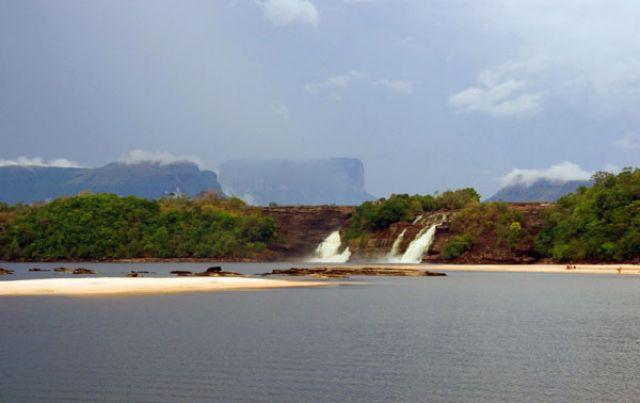 Zdjęcia: Wodospad  SALTO SAPO na rzece RIO CARGO, FOTO4, WENEZUELA