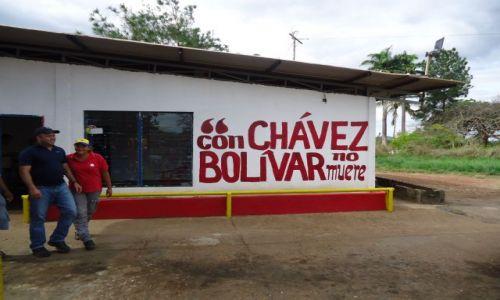 Zdjecie WENEZUELA / Bolivar / Na trasie Ciudad Bolivar - Maripa / Przykład propagandy