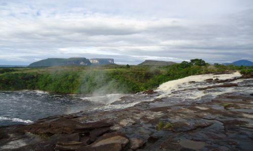Zdjęcie WENEZUELA / Bolivar / Canaima / Krajobraz z wodospadami